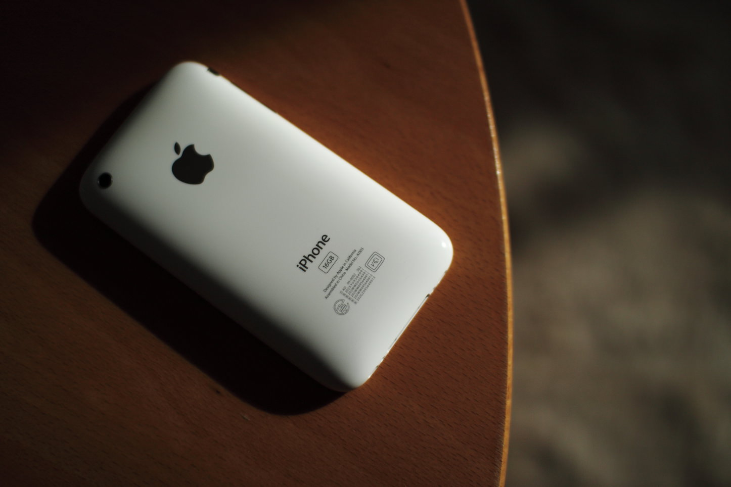 iPhone3gs-white-model