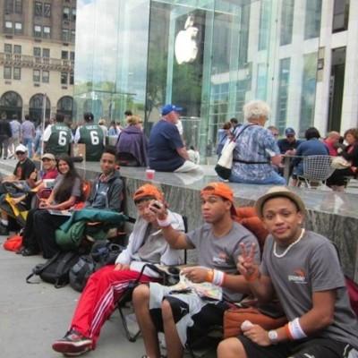 iPhone 5 並ぶ