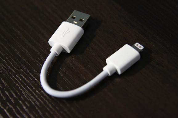 logitech-lightning-cable-3.jpg