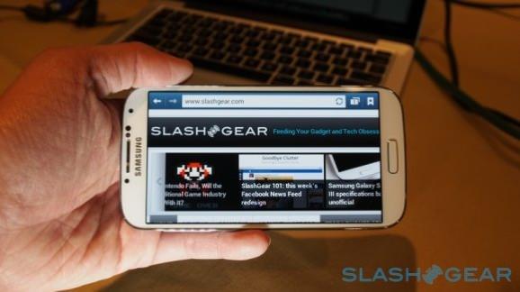 slashgear-galaxys4-1.jpg