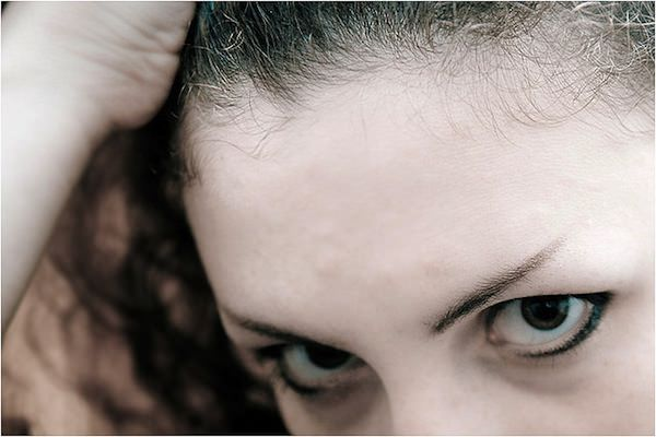 眉毛は顔の印象を大きく左右する