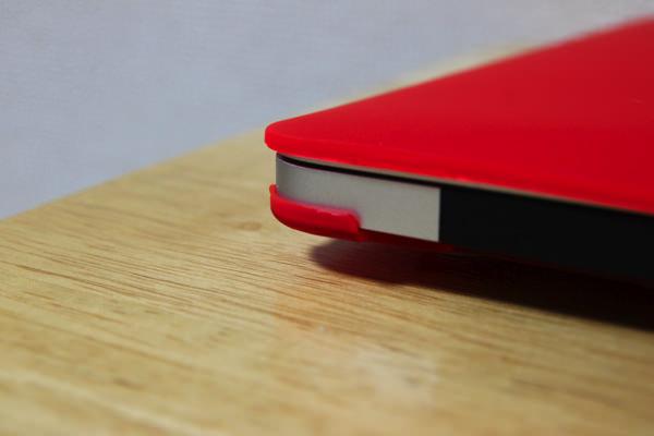 iSelection MacBook Air 13.3 ラバーマットスリムフィットケース (レッド)