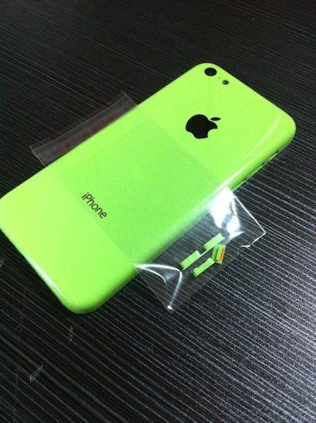 廉価版iPhoneグリーンモデル