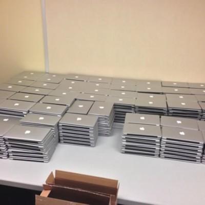 3000-macbook-airs-2.jpg