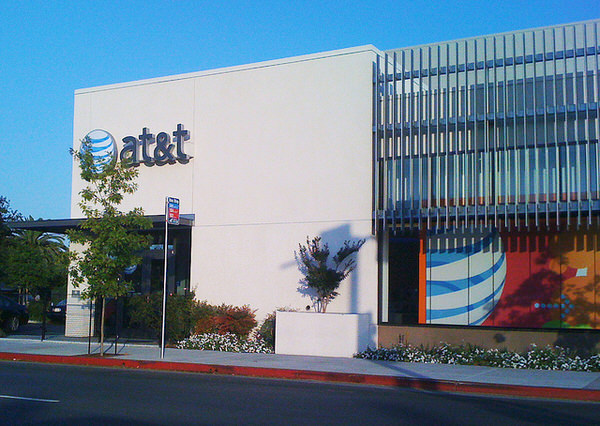 AT&T confirms iphone 5s date