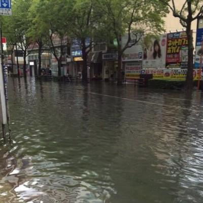 tenjin-typhoon-rain.jpg