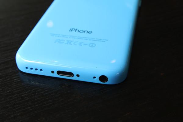 iPhone-5c-docomo-blue-model-7.jpg