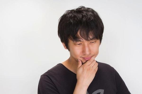 考える大川さん