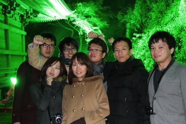 松島で緑色のライトアップをバックに遊んでみる