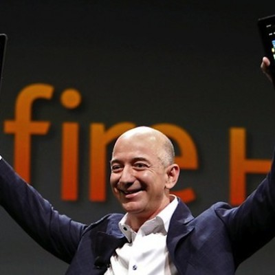 Amazon_Bezos_Kindle.jpg