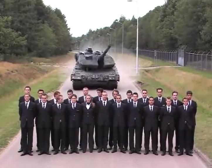 戦車のブレーキを試す