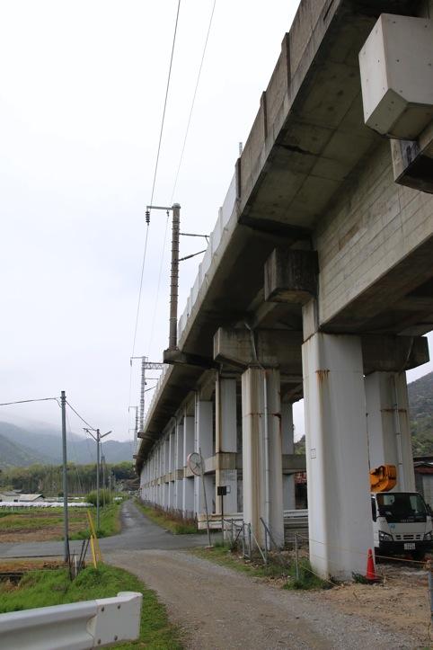 大津トンネル横で撮る新幹線