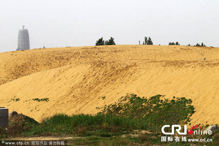 china-tries-to-make-lake-but-ends-in-desert-4.jpg