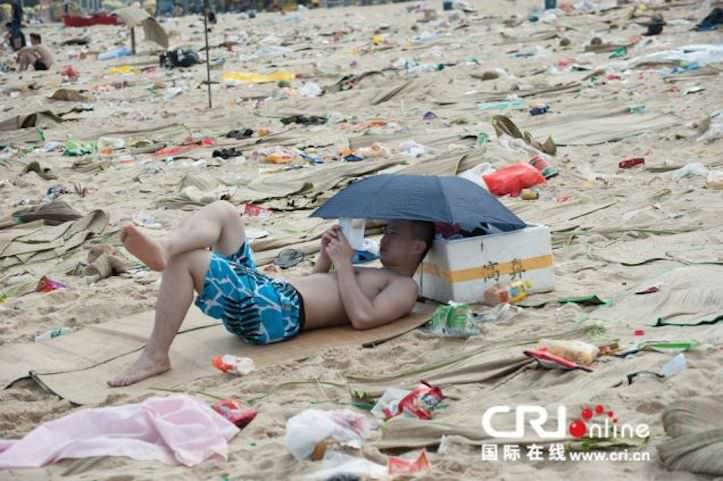 tons-of-trash-on-the-chinese-beach-2.jpg
