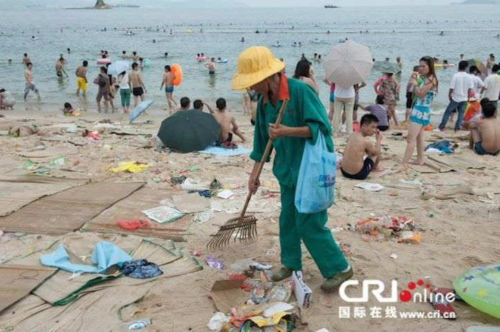 Tons of trash on the chinese beach