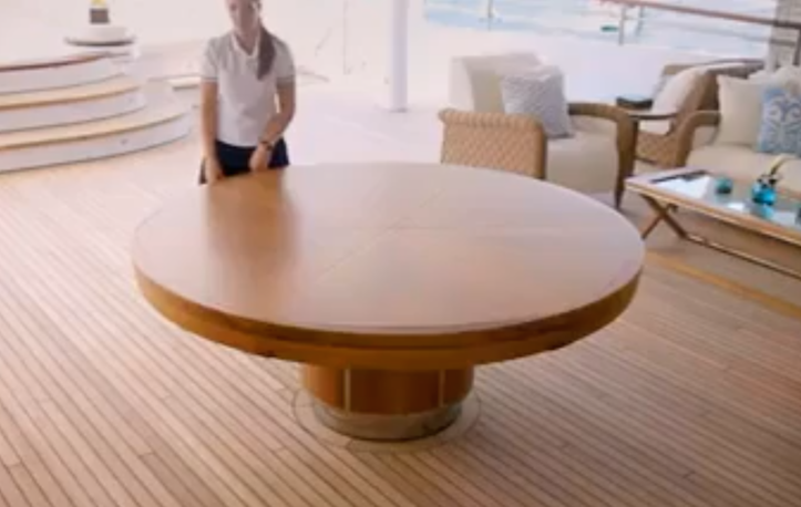 amazing-desk-1.png