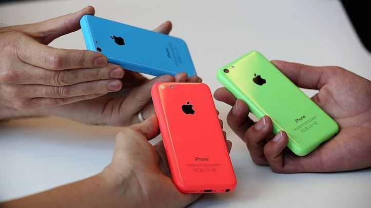 iPhone 5c outsales galaxys5 in uk
