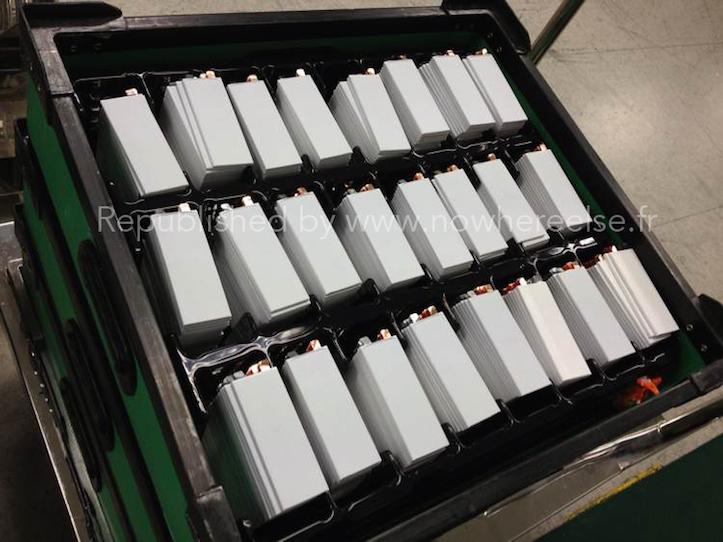 iPhone 6の5.5インチモデル用バッテリーの写真が大量にリーク