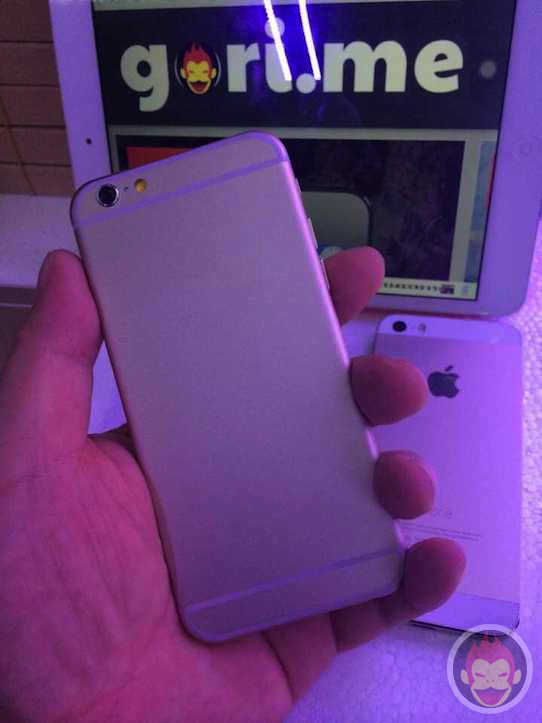 iphone6-mockups-11.jpg