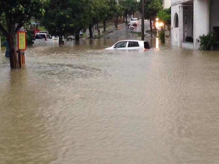 台風8号によって街が完全に浸水