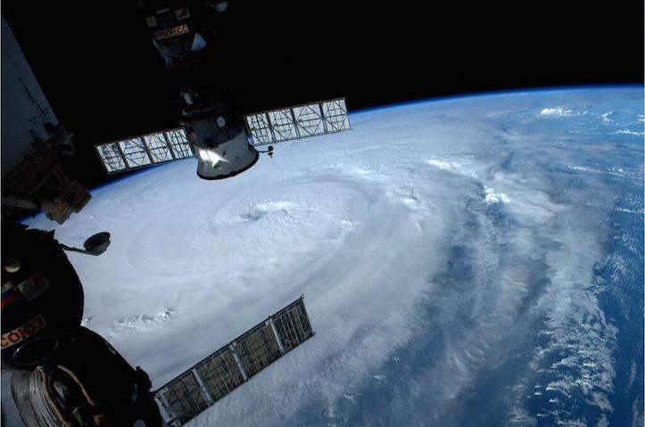 宇宙ステーションから見た台風8号が美しい