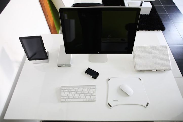 Mac Workstation In White Taste