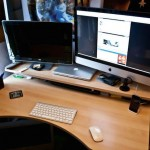 Mac-Workstation-With-Wooden-Desks-13.jpeg