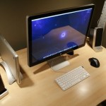 Mac-Workstation-With-Wooden-Desks-2.jpeg