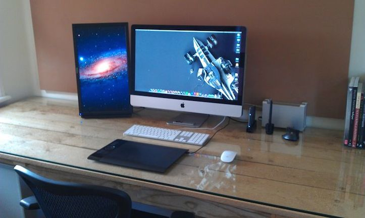 Mac-Workstation-With-Wooden-Desks-3.jpg