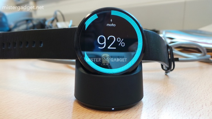 Moto360の実機写真