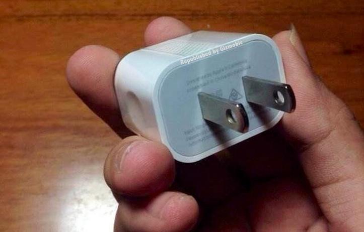 「iPhone 6」用USB電源アダプタ