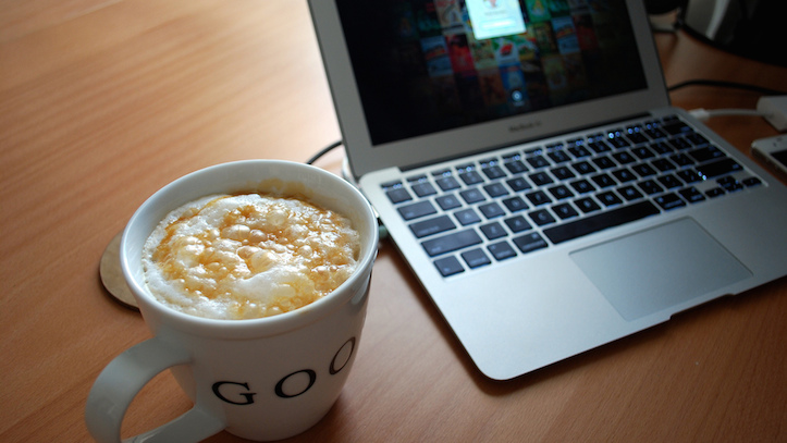 macbook-air-coffee.jpg