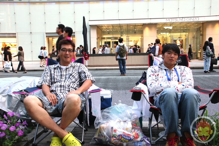 Waiting in line for iphone 6