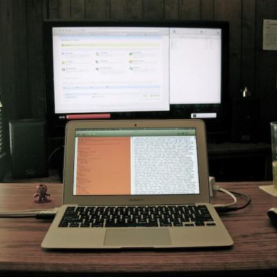 macbook-air-bedroom-office.jpg