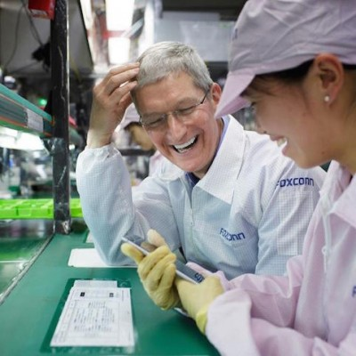 tim-cook-visiting-foxconn.jpg