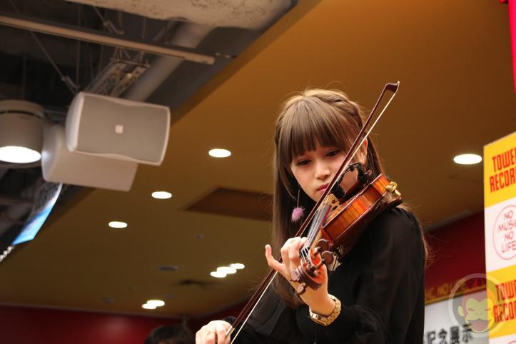 岡部磨知 ー 美人すぎるバイオリニスト