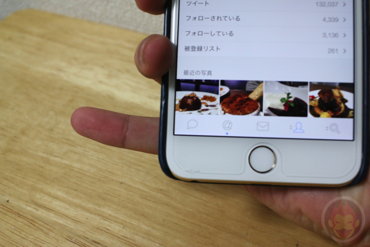 右手だけで「iPhone 6 Plus」の画面左下をタップする方法