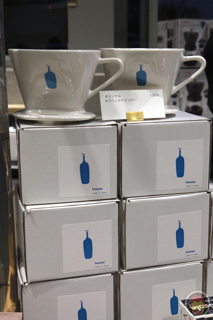 コーヒー450円クッキー1枚300円ぬりえ1000円のブルーボトルの意識高いメニュー表をご覧ください