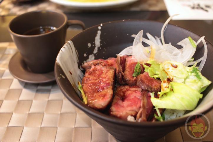 渋谷でレアステーキ丼を食べられる「松五郎」