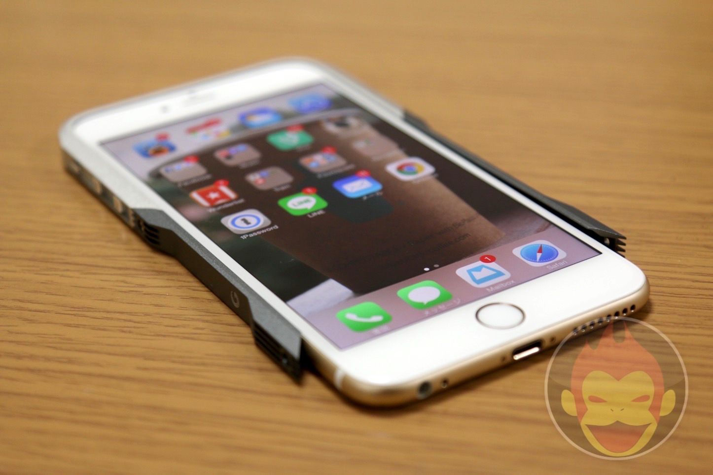 GRAVITY CASTRUM iPhone 6 Plus