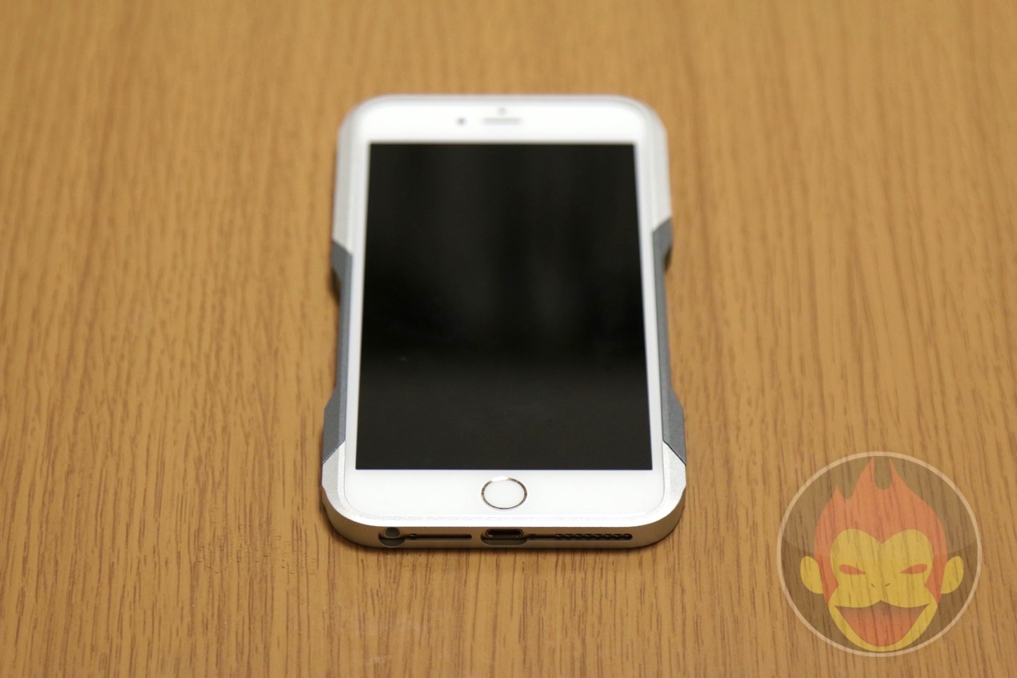 GRAVITY-CASTRUM-iPhone-6-Plus22.JPG