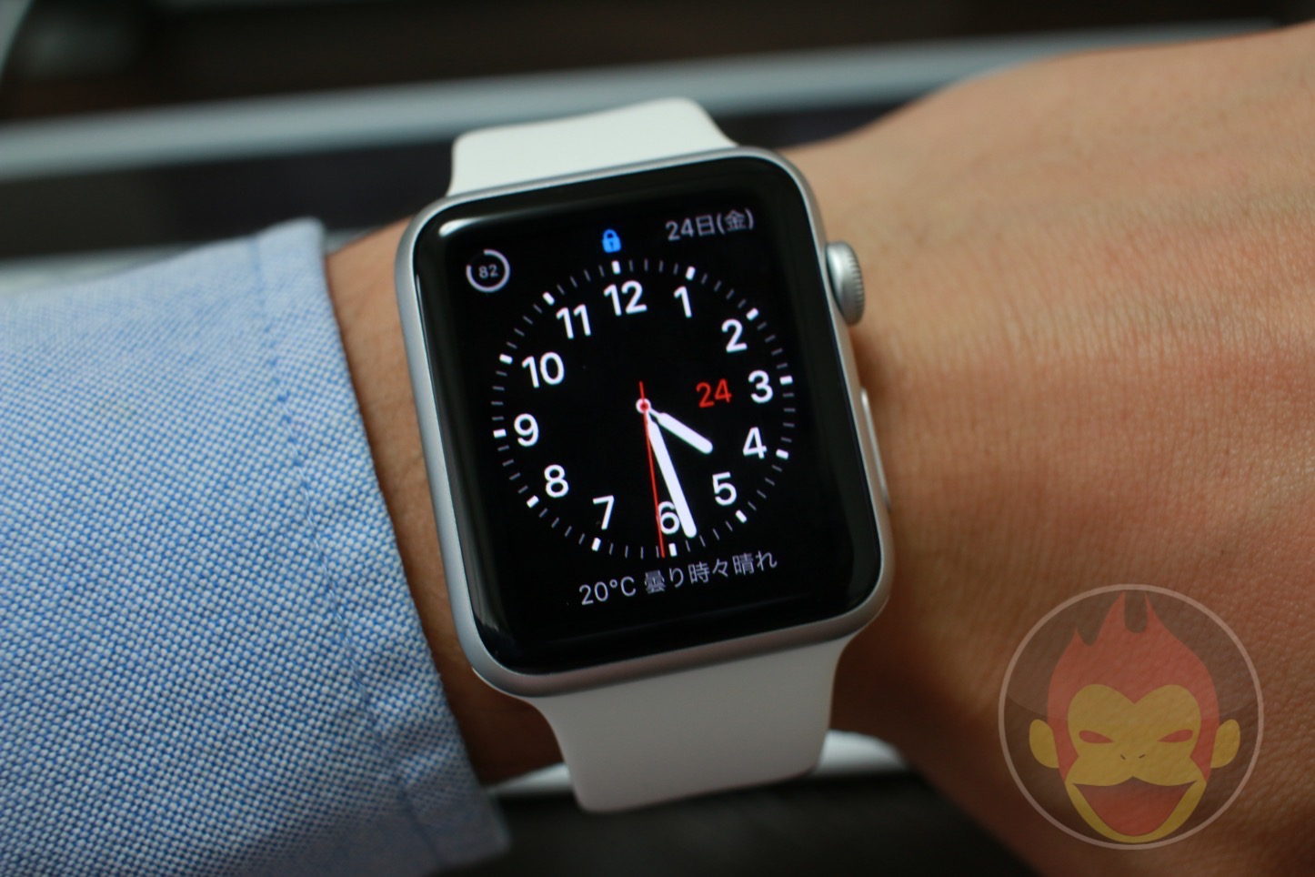 Apple Watch Changing Face 01