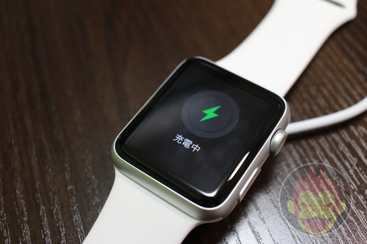 Apple-Watch-Charging-01.JPG