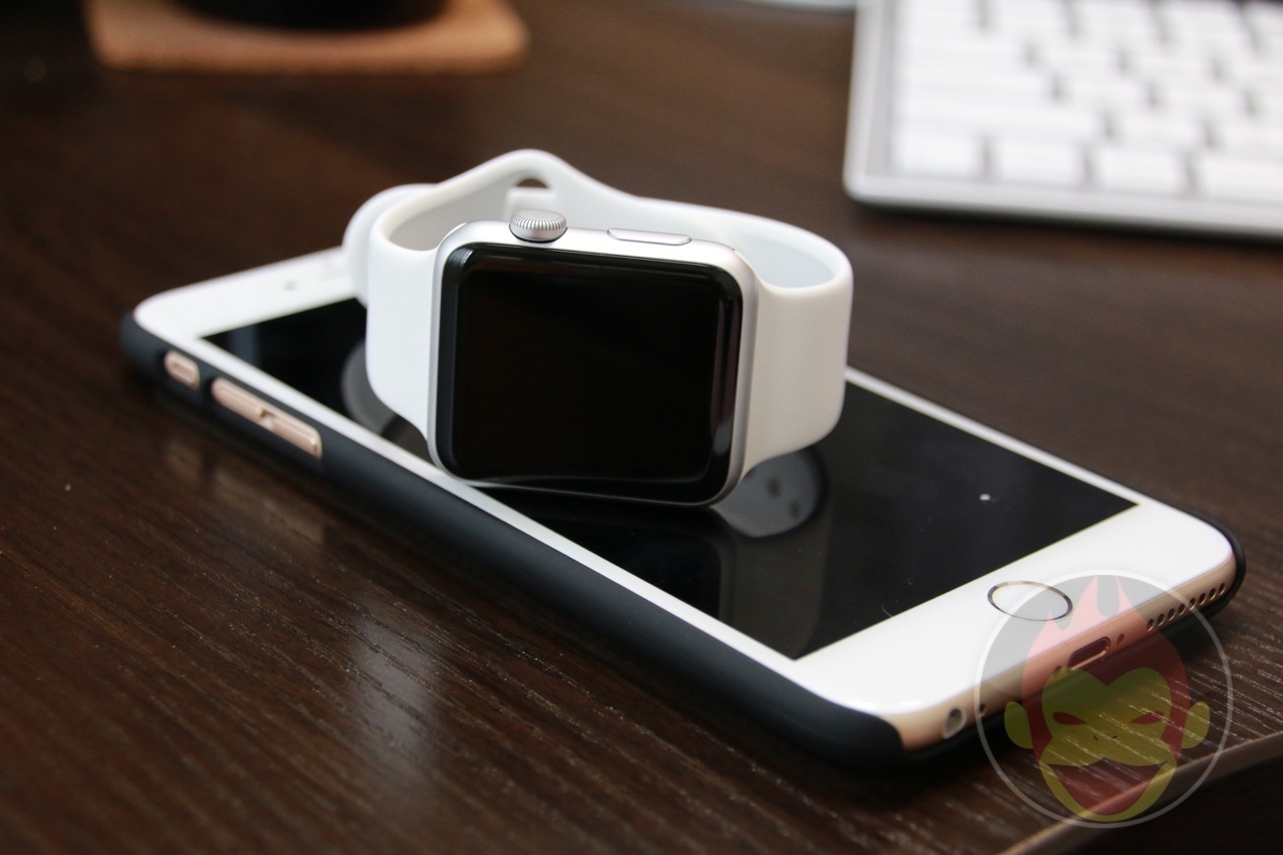 Apple Watch with iPhone 01