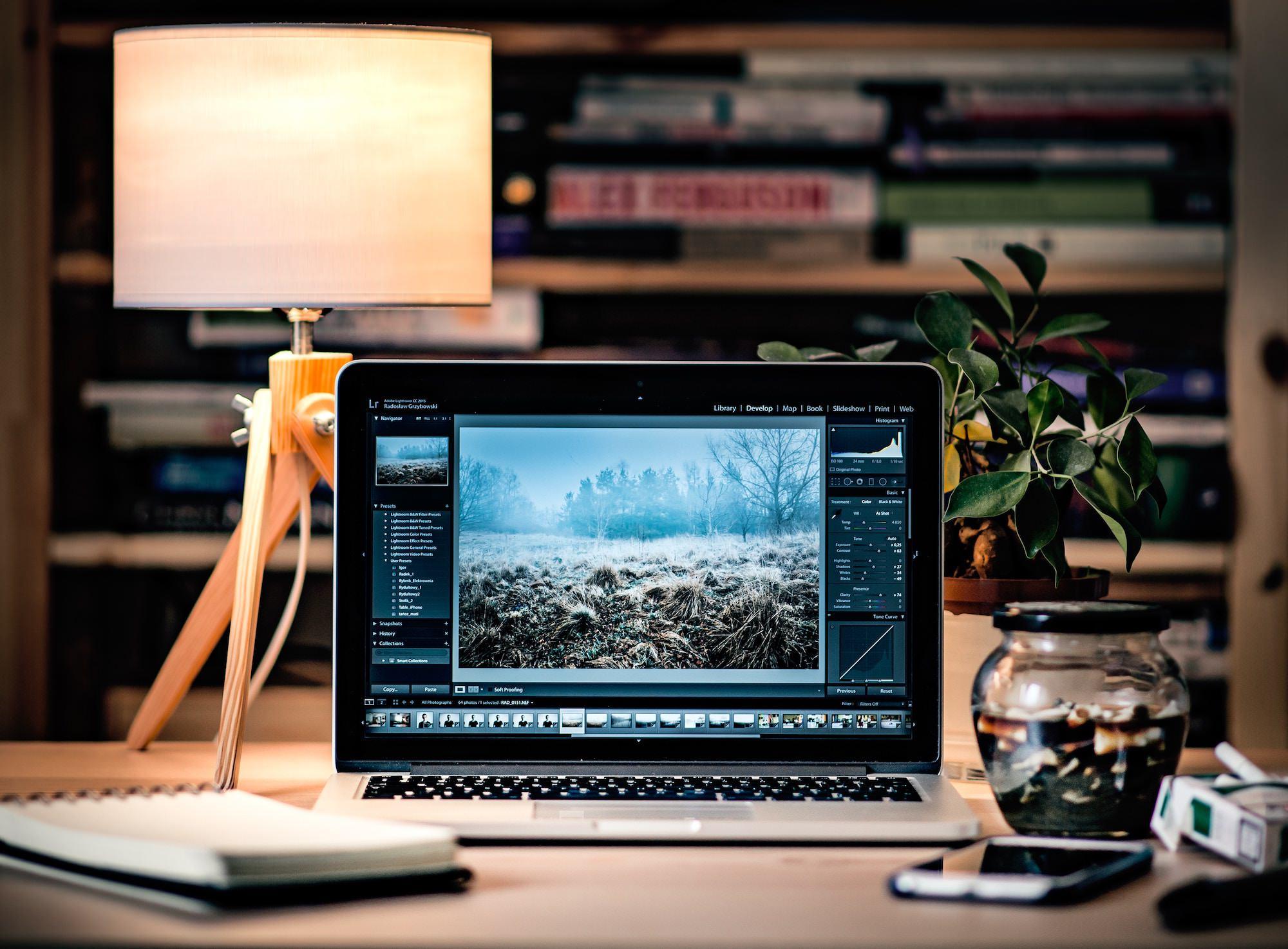 radek-grzybowski-macbook-pro-unsplash