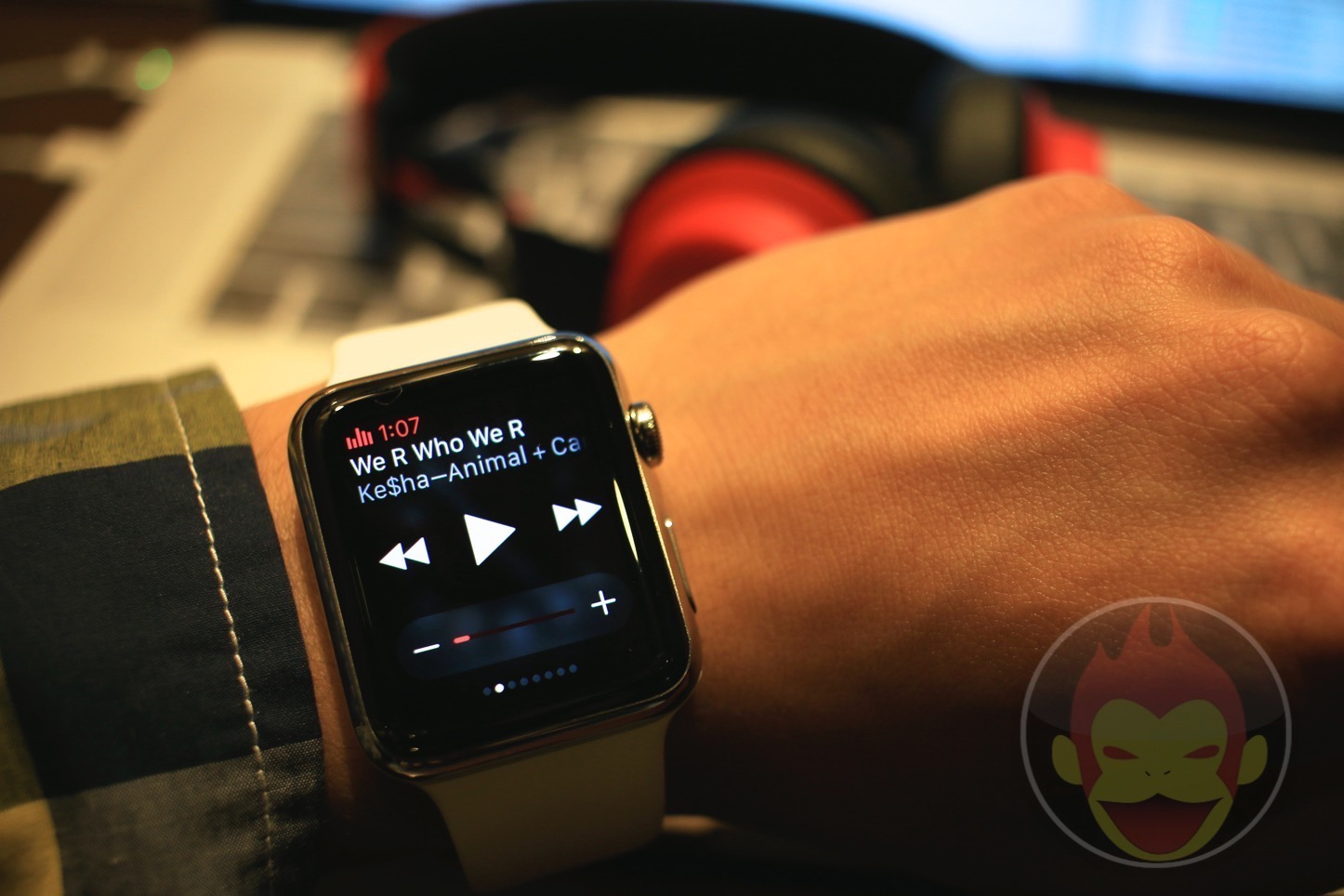 Using Glances with Apple Watch To Control Music 01