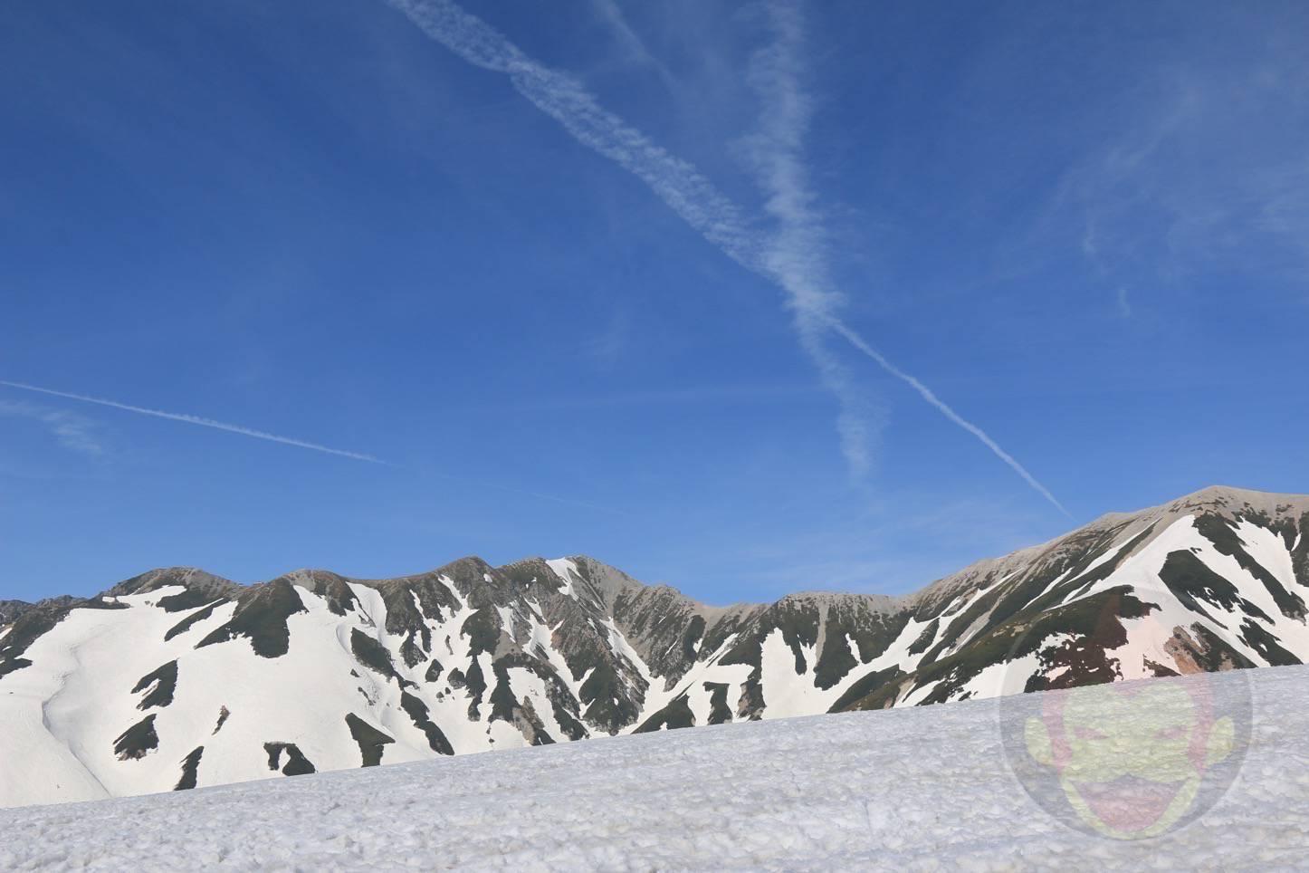 立山・室堂の「雪の大谷」