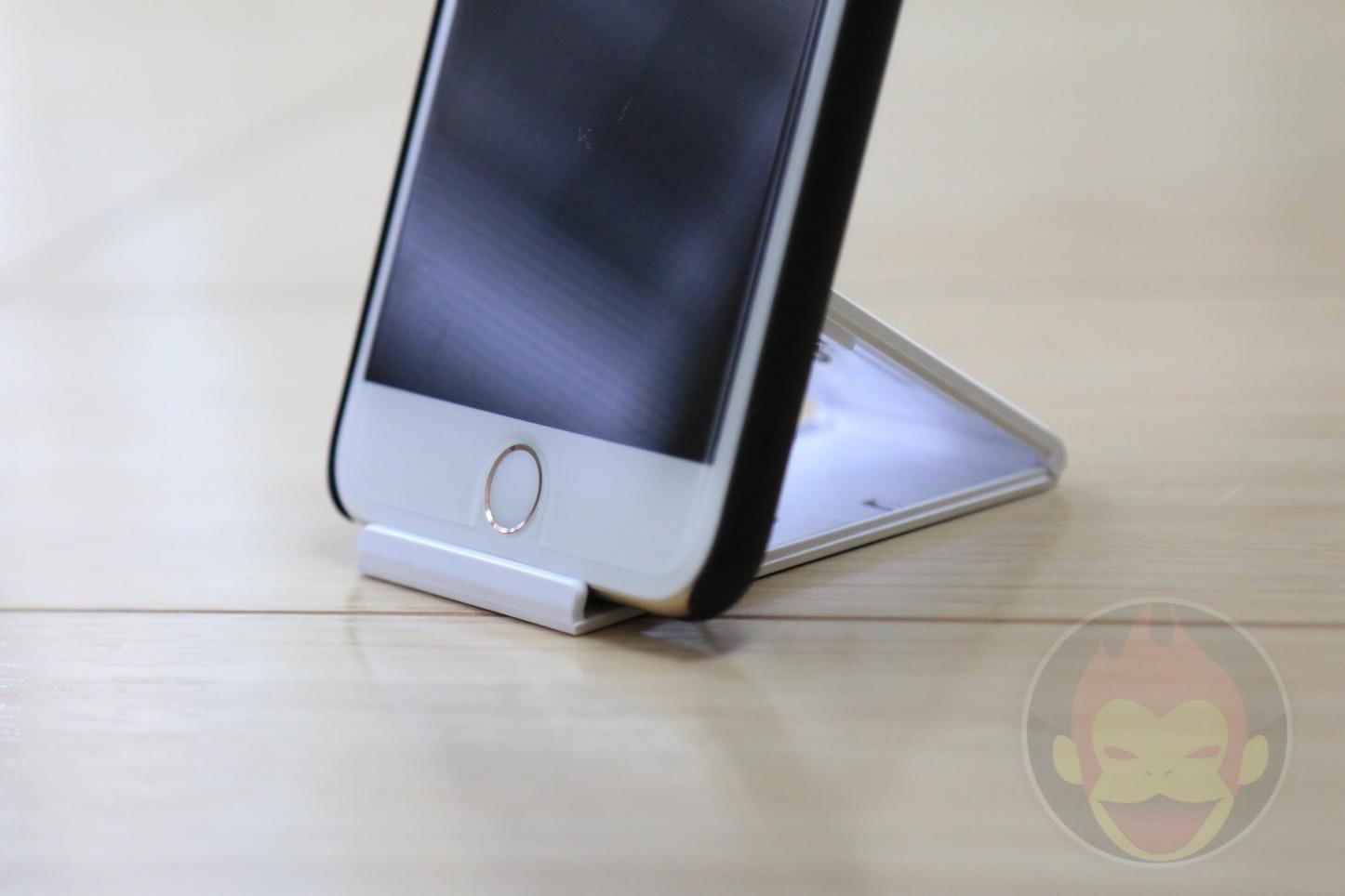 折畳式のiPhone/iPadスタンド
