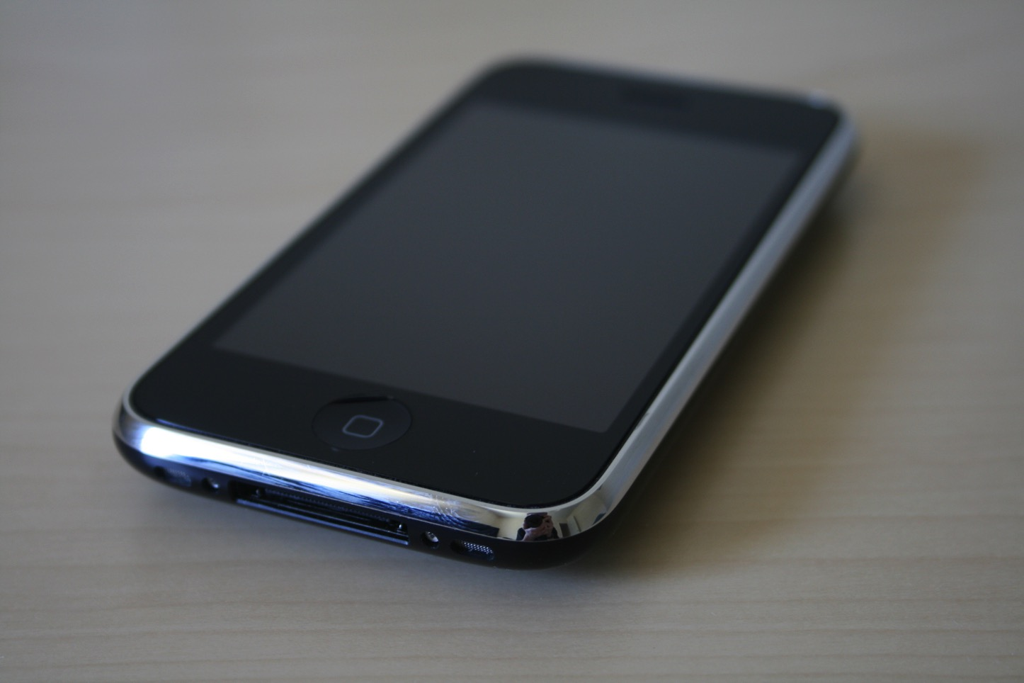 iPhone 3G」と「iPhone 3GS」、6...