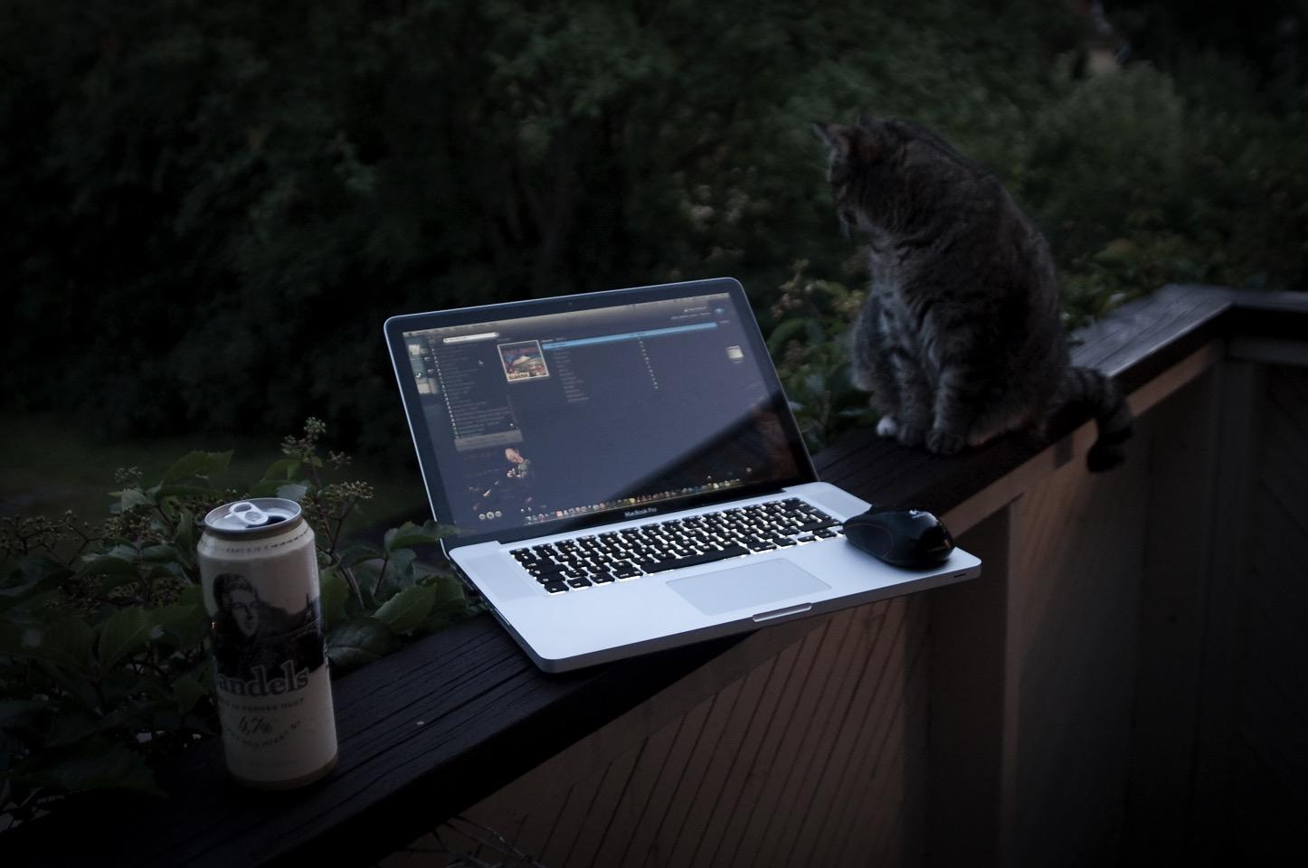 macbook-beer.jpg